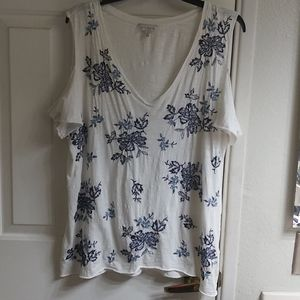 Lucky Brand Cold Shoulder Beautiful tee!